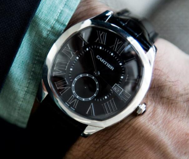 Delicate And Noble Drive De Cartier Knockoff Watches UK With Black Leather Straps For Gentlemen