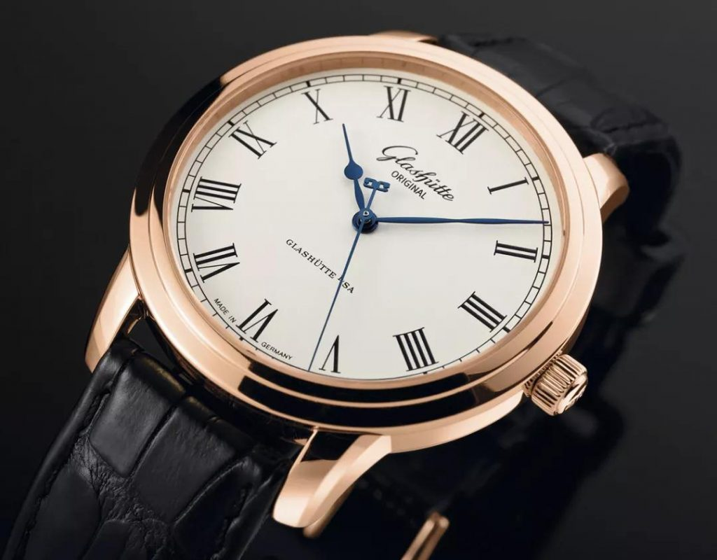 The accuracy has been guaranteed by the exquisite self-winding mechanical movement.