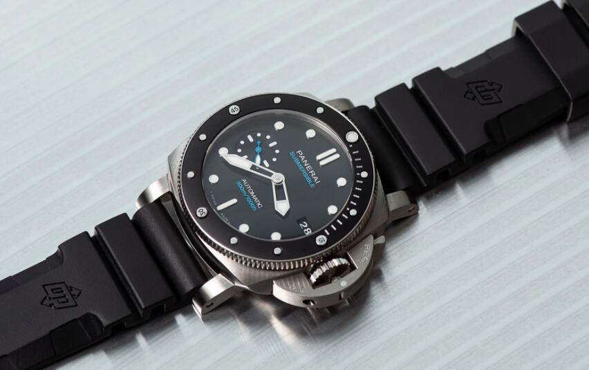 Swiss imitation watches are classic with black dials.