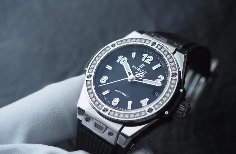 Online reproduction watch sales is classic in black.