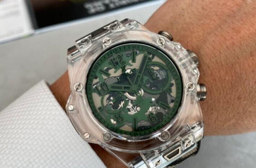 Knock-off watches are attractive with green decoration.